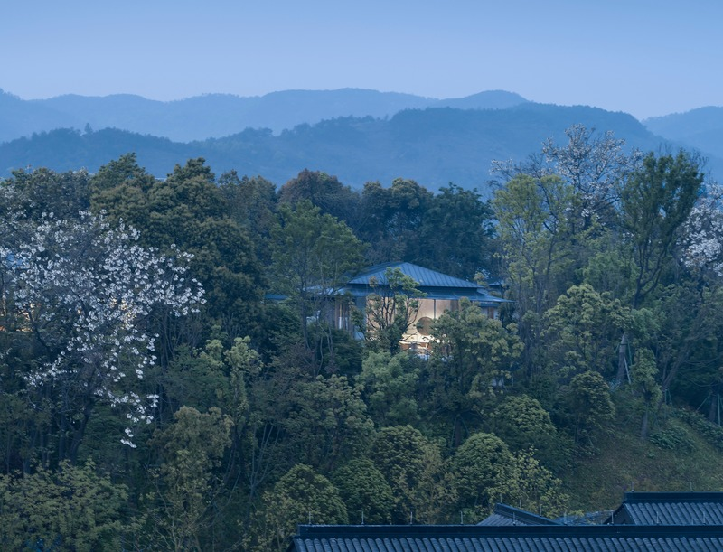 Press kit | 4181-01 - Press release | Greentown Yiwu Peach Blossom Land Living Experience Centre - Hangzhou 9M Architectural Design Co., Ltd. - Event + Exhibition - Building Embedded in the Hill - Photo credit: Li Yao