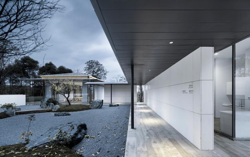 Press kit | 4181-01 - Press release | Greentown Yiwu Peach Blossom Land Living Experience Centre - Hangzhou 9M Architectural Design Co., Ltd. - Event + Exhibition - Stone Courtyard - Photo credit: Li Yao