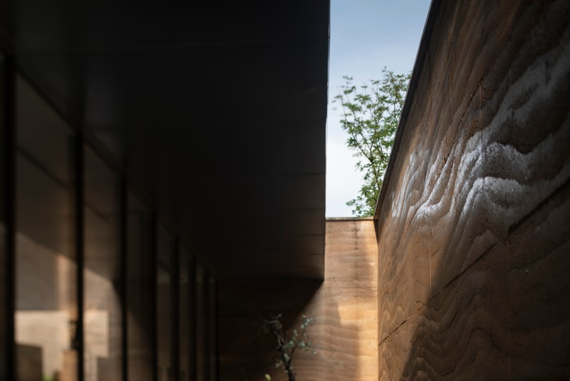 Press kit | 4181-01 - Press release | Greentown Yiwu Peach Blossom Land Living Experience Centre - Hangzhou 9M Architectural Design Co., Ltd. - Event + Exhibition - Rammed Earth Wall - Photo credit: Li Yao