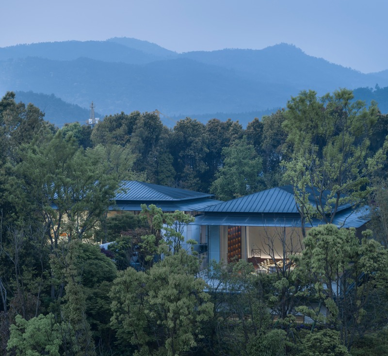 Press kit | 4181-01 - Press release | Greentown Yiwu Peach Blossom Land Living Experience Centre - Hangzhou 9M Architectural Design Co., Ltd. - Event + Exhibition - Embedded in the Hill - Photo credit: Li Yao