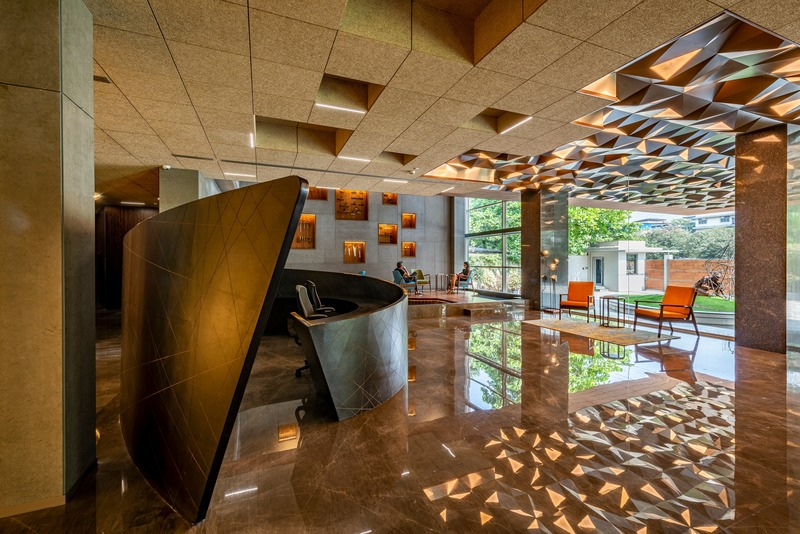 Press kit | 1432-05 - Press release | Office @ 63 - Sanjay Puri Architects - Commercial Interior Design - 01 Reception - Photo credit: Vinesh Gandhi