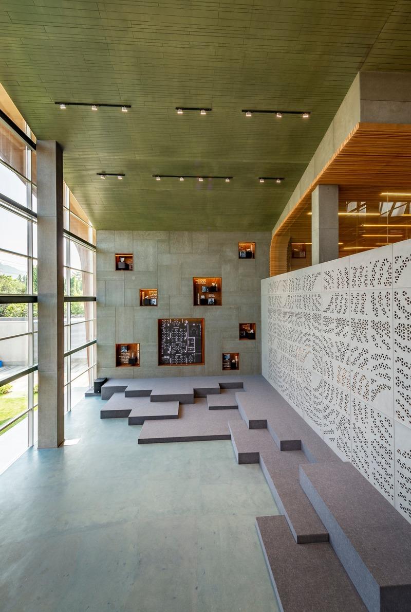 Press kit | 1432-05 - Press release | Office @ 63 - Sanjay Puri Architects - Commercial Interior Design - 11 Display Area b - Photo credit: Vinesh Gandhi