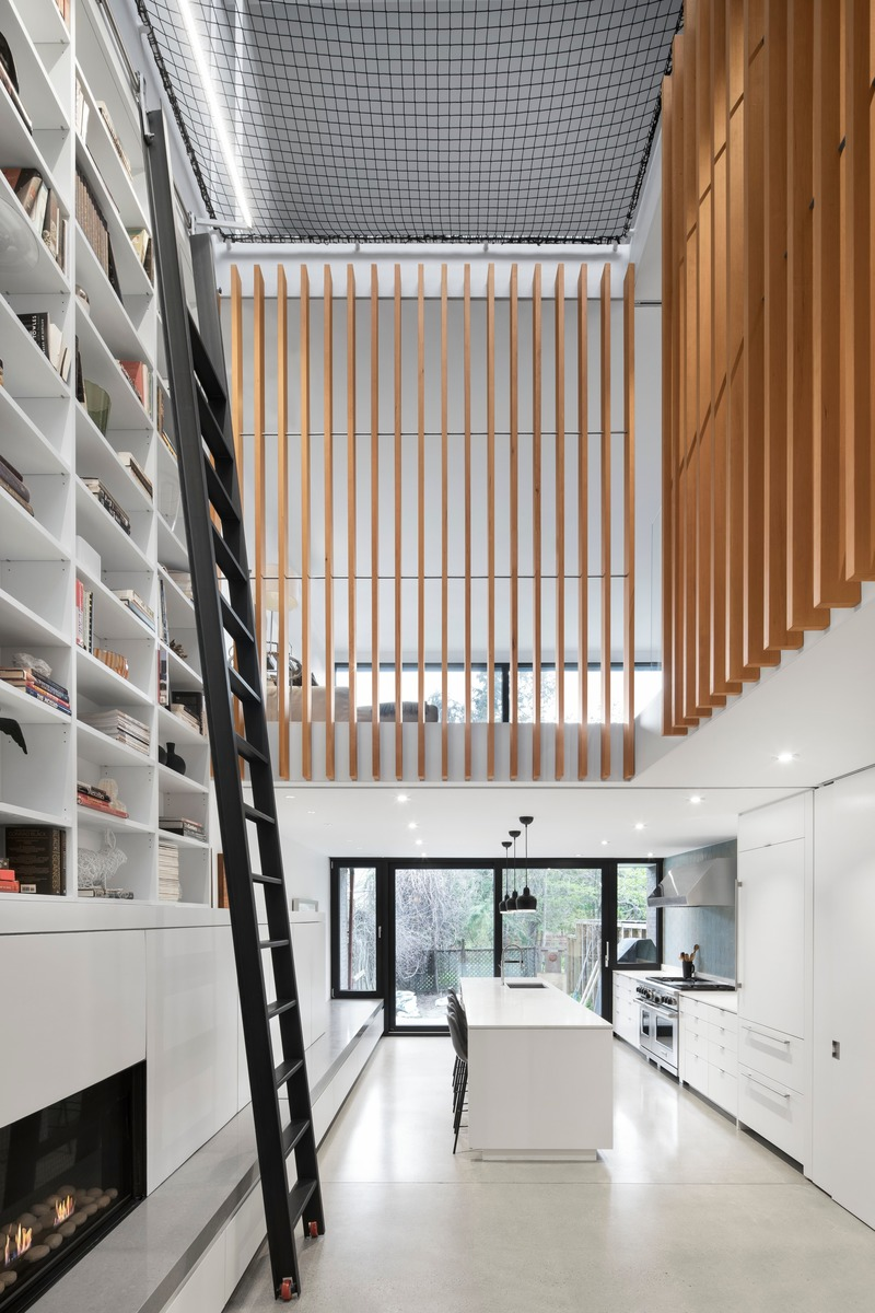 Press kit   2054-02 - Press release   Atrium Townhome - RobitailleCurtis - Residential Architecture - View towards kitchen without mesh screen - Photo credit: Adrien Williams