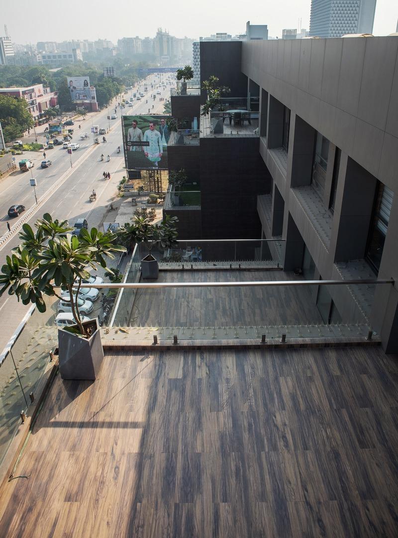 Press kit   1432-06 - Press release   Stellar - Sanjay Puri Architects - Commercial Architecture - Stepped Terraces - Photo credit: Mr. Abhishek Shah