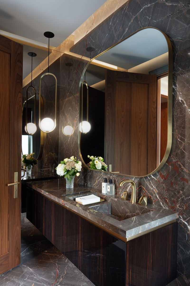 Press kit | 2185-07 - Press release | Villa Cortile - Audax - Residential Architecture - The office bathroom, featuring Caravaggio marble surfaces, Macassar ebony lacquered cabinets, and a brass Waterworks faucet set. - Photo credit: Erik Rotter