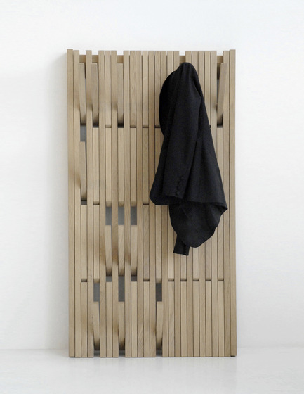 Dossier de presse | 809-06 - Communiqué de presse | 2012 AZ Awards winners - Azure Magazine - Competition - FurniturePiano Clothing Rack by Feld