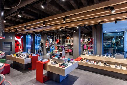 Dossier de presse | 999-01 - Communiqué de presse | Puma Stores Amsterdam, London and Munich - plajer & franz - Commercial Interior Design - puma store - munich - Crédit photo : manuel schlüter