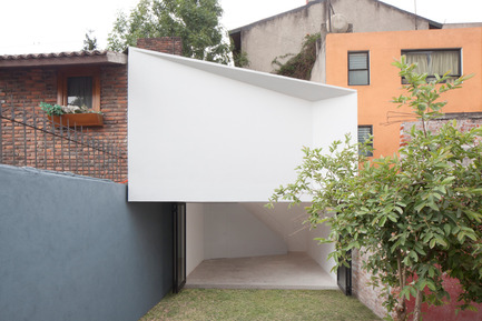 Press kit | 980-01 - Press release | MINI-ESTUDIO - FRENTE arquitectura - Residential Architecture - Photo credit: Onnis Luque