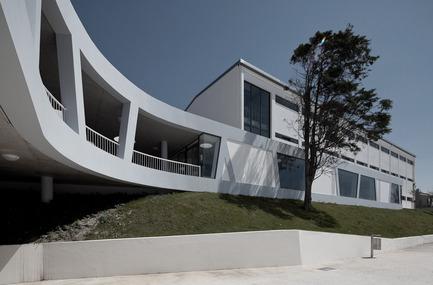 Dossier de presse | 981-01 - Communiqué de presse | Rafael Bordalo Pinheiro Secondary School - SousaSantos - Architecture institutionnelle - Crédit photo : João Morgado