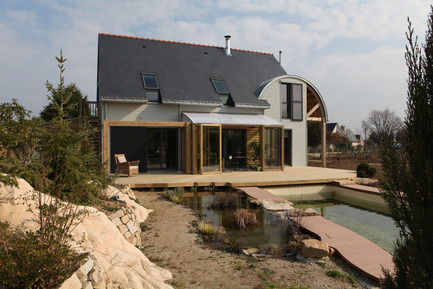 Press kit | 949-01 - Press release | Une maison bioclimatique et organique en Bretagne - Patrice Bideau - Residential Architecture - Photo credit: Armel ISTIN
