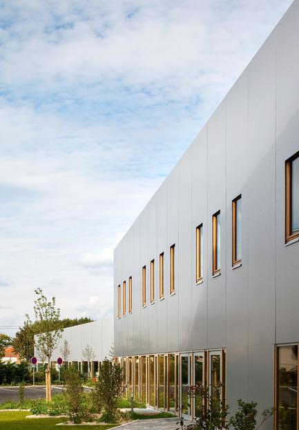 Dossier de presse | 942-01 - Communiqué de presse | Une petite école dans le Grand Paris - Hubert & Roy architectes et associés - Architecture institutionnelle - Crédit photo : Hérvé, Abbadie photographe