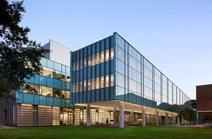 Press kit   929-01 - Press release   Brockman Hall for Physics, Rice University - KieranTimberlake - Institutional Architecture - PHOTOGRAPHS ARE FOR EDITORIAL REVIEW ONLY - CONTACT PHOTOGRAPHER'S AGENT TO NEGOTIATE USE FOR PUBLICATION: Joel Sanders, t +1 212 777 0078, joel@ottoarchive.com  - Photo credit: Peter Aaron/OTTO