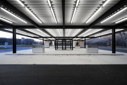 Dossier de presse | 567-07 - Communiqué de presse | Conversion of Mies van der Rohe gas station on Nuns Island - Les architectes FABG - Architecture institutionnelle - Crédit photo :  Steve Montpetit