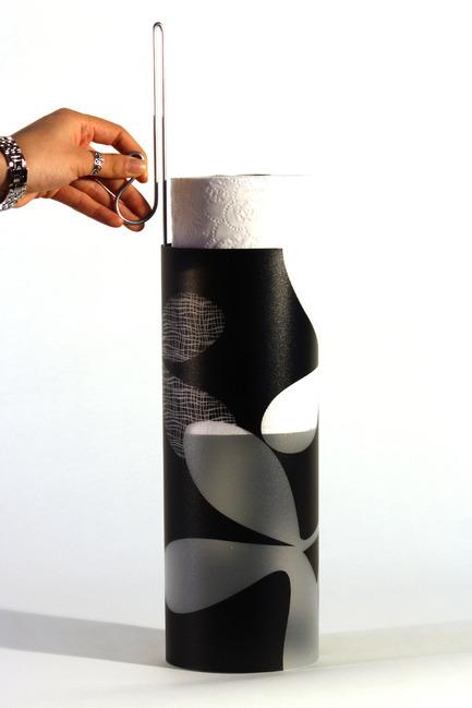 Press kit | 884-01 - Press release | Projet HEC édition 2011 - École de design industriel de l'Université de Montréal - Event + Exhibition - Contenant pour papier hygiénique - Photo credit: Pascale Desormeaux