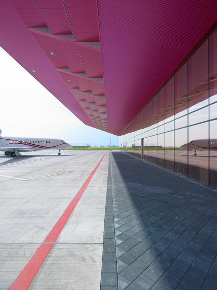 Dossier de presse | 876-01 - Communiqué de presse | New VVIP (Very, Very Important People) Terminal at Schiphol Airport Amsterdam - VMX Architects - Institutional Architecture - Crédit photo : Jeroen Musch
