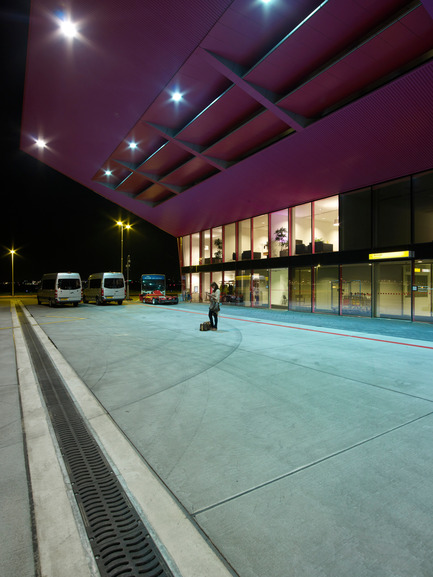 Press kit | 876-01 - Press release | New VVIP (Very, Very Important People) Terminal at Schiphol Airport Amsterdam - VMX Architects - Institutional Architecture - Photo credit: Jeroen Musch