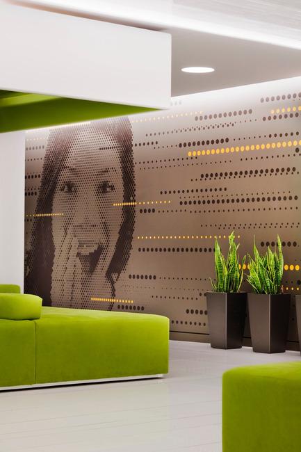 Dossier de presse | 865-02 - Communiqué de presse | Astral Media - Lemay - Design d'intérieur commercial - Aire de réception principale (espace lounge) - Crédit photo : Claude-Simon Langlois