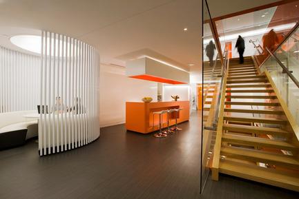 Dossier de presse | 865-02 - Communiqué de presse | Astral Media - Lemay - Design d'intérieur commercial - Espace de rencontres - Crédit photo : Claude-Simon Langlois