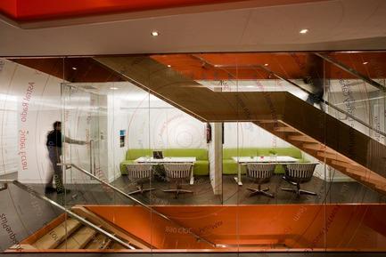 Dossier de presse | 865-02 - Communiqué de presse | Astral Media - Lemay - Design d'intérieur commercial - Salle de rencontres  - Crédit photo : Claude-Simon Langlois