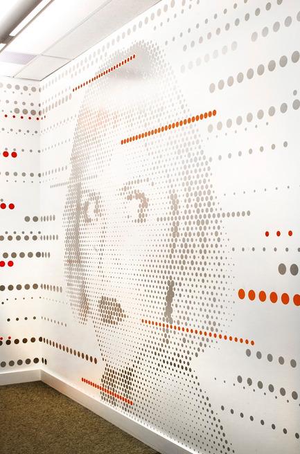 Dossier de presse | 865-02 - Communiqué de presse | Astral Media - Lemay - Design d'intérieur commercial - Mur  graphique Astral - Crédit photo : Claude-Simon Langlois