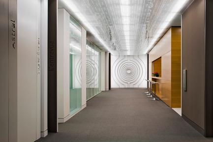 Dossier de presse | 865-02 - Communiqué de presse | Astral Media - Lemay - Design d'intérieur commercial - Aire de circulation principale - Crédit photo : Claude-Simon Langlois