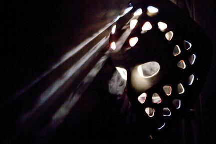 Dossier de presse | 831-02 - Communiqué de presse | XYZ - Technologie culturelle signe la mise en Œuvre de l'exposition :LE HOCKEY DANS LA PEAU - XYZ Technologie culturelle - Évènement + Exposition -  Masque de Ken Dryden's mask Œuvre originale / original artwork Carl Lamb - Crédit photo :  Masque de Ken Dryden's mask Œuvre originale / original artwork Carl Lamb