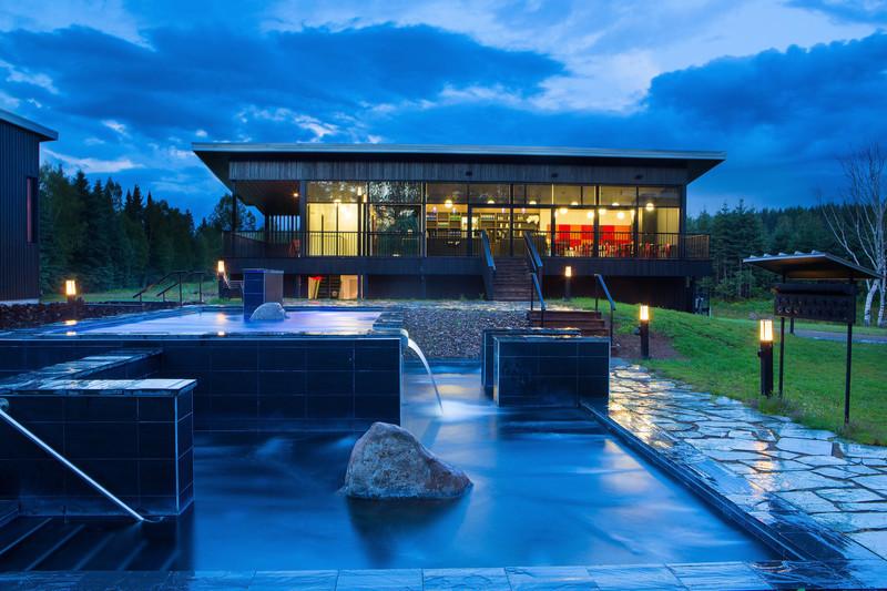 Dossier de presse - Communiqué de presse - Guillemette Propriétés ajoute à son portefeuille immobilier un véritable bijou architectural: Station Blü bains nordiques - Station Blü