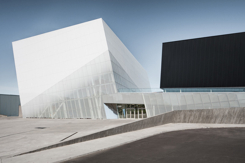 "Press kit - Press release - ""Complexe sportif Saint-Laurent"" - Saucier + Perrotte Architectes/HCMA"