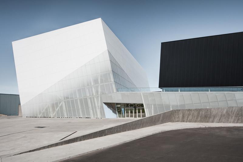 Dossier de presse - Communiqué de presse - Complexe sportif Saint-Laurent - Saucier + Perrotte Architectes/HCMA
