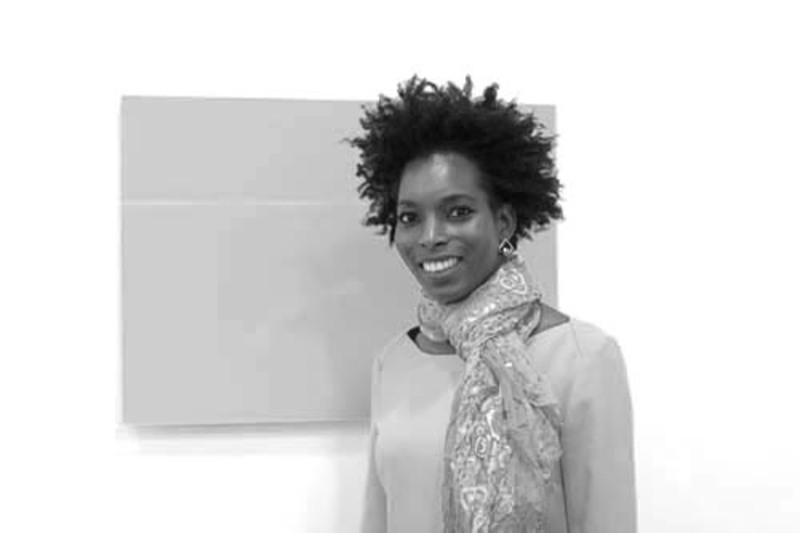 Nancy Angama v2com agent | France